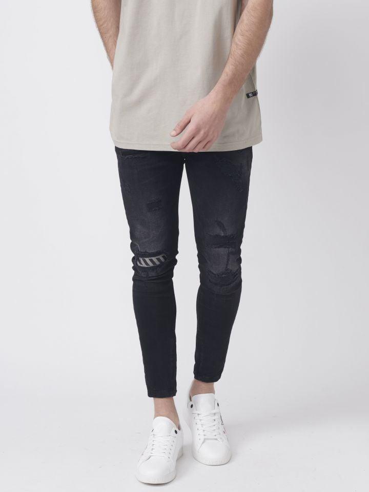 ג'ינס שחור עם קרעים