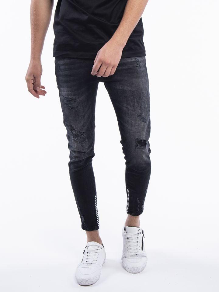 ג`ינס עם עיטורים בקרסול
