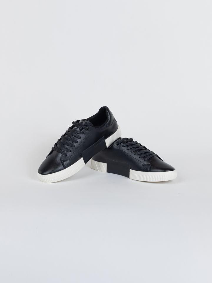 נעלי סניקרס בשילוב סוליית פסים עם פאצ` סיליקון
